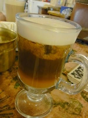モスクワの飲食物シリーズ。取材の際トリフォノフ一押しのカフェで勧められて飲んだ濃厚オレンジ&コーヒー。これまた微妙な…。(ごめんね)